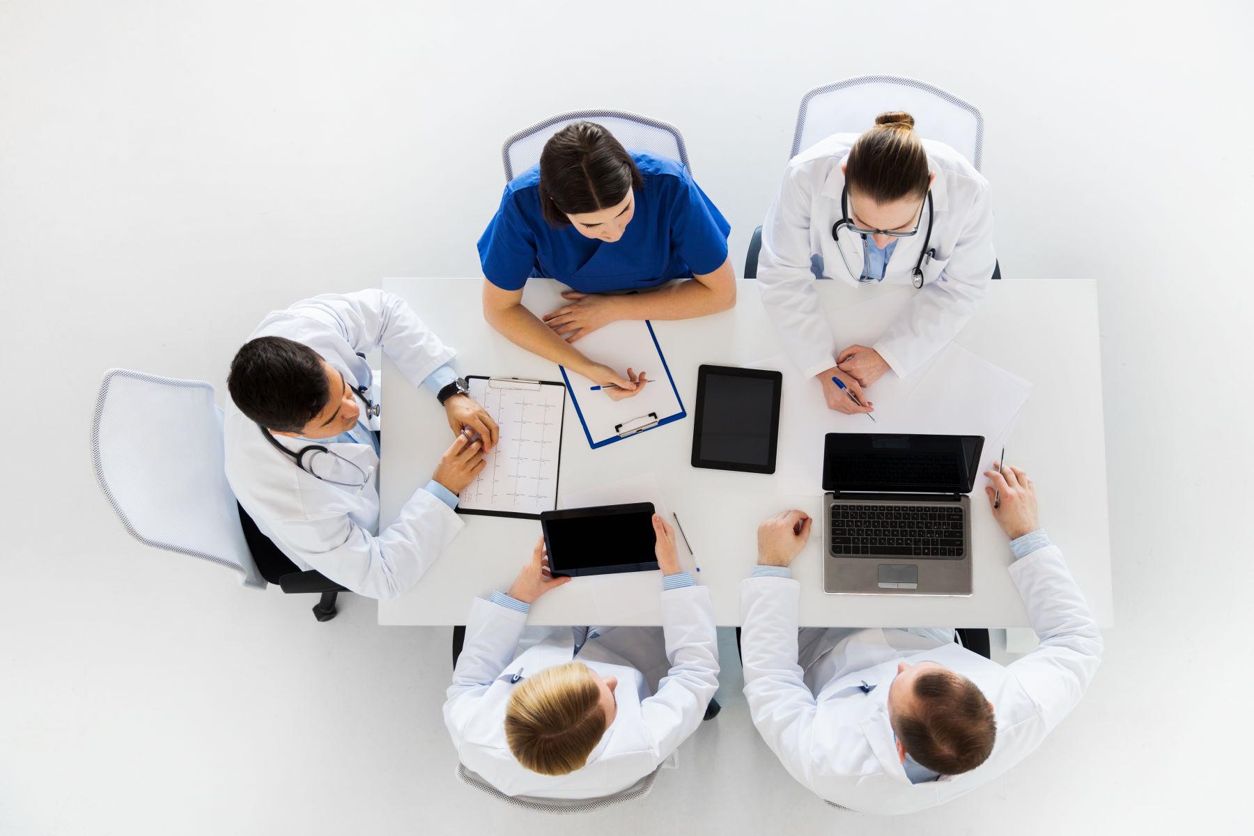 Zasady wystawiania zleceń na zaopatrzenie w wyroby medyczne – poradnik dla lekarzy I pielęgniarek